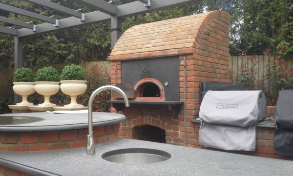 Sunningdale, outdoor kitchen, outdoor cooking,outdoor living, pizza oven, four grand-mere, red brick