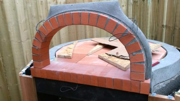 outdoor kitchen, east sheen, wood-fired oven, pizza oven, F800 brick oven,