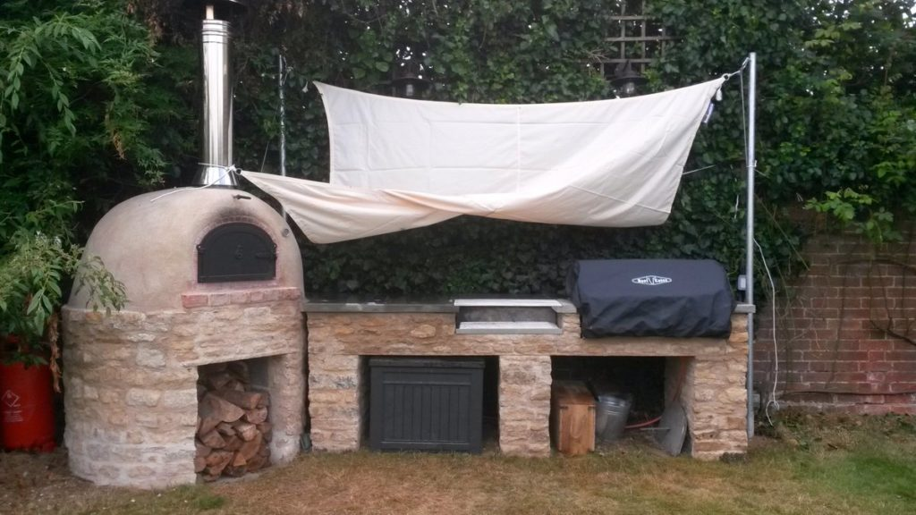 Rustic oven, cooking,pizza oven,wood-fired oven, outdoor cooking space, Hethe,Oxfordshire