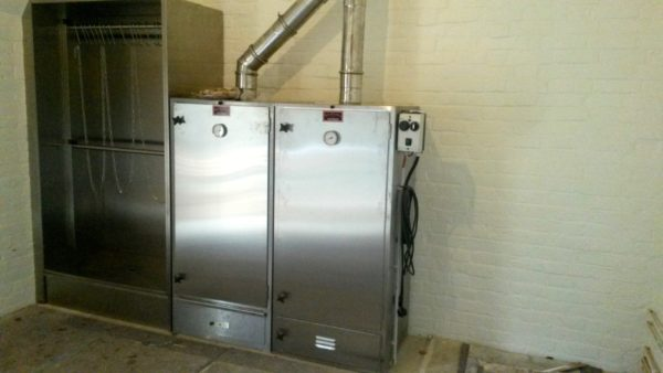 Hot and cold smoking cabinets