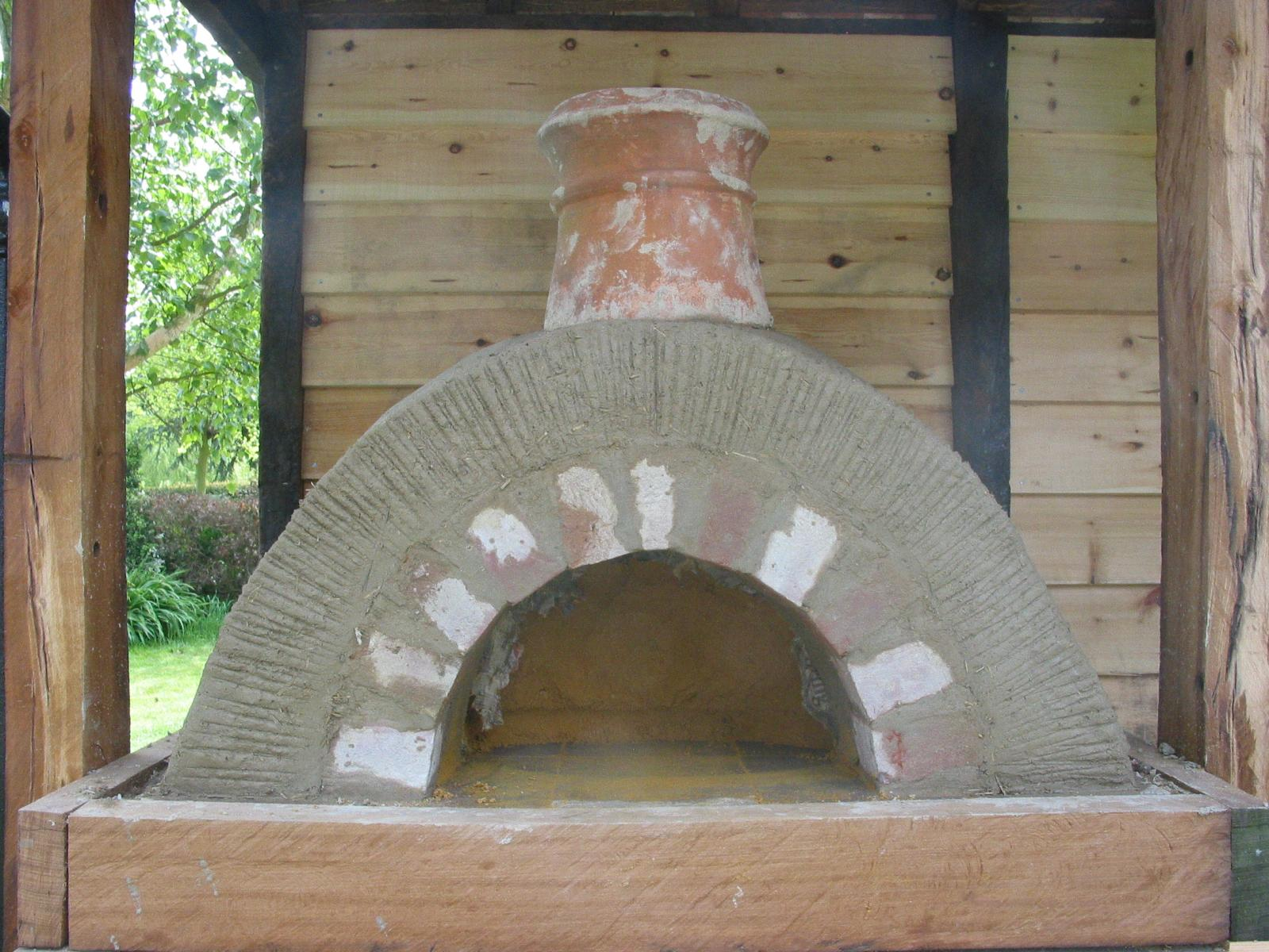 Simple but effective Clay Cob pizza oven- Lynsted 17