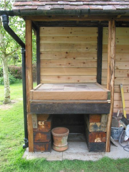 Simple but effective Clay Cob pizza oven- Lynsted 2