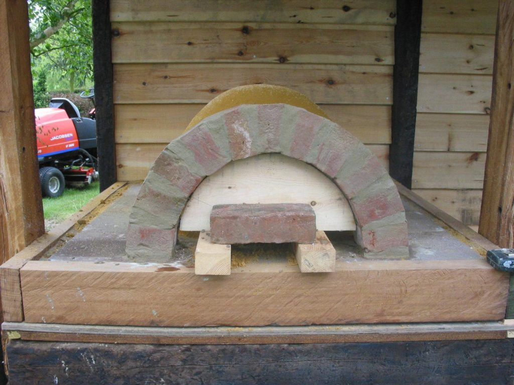 Simple but effective Clay Cob pizza oven- Lynsted 4