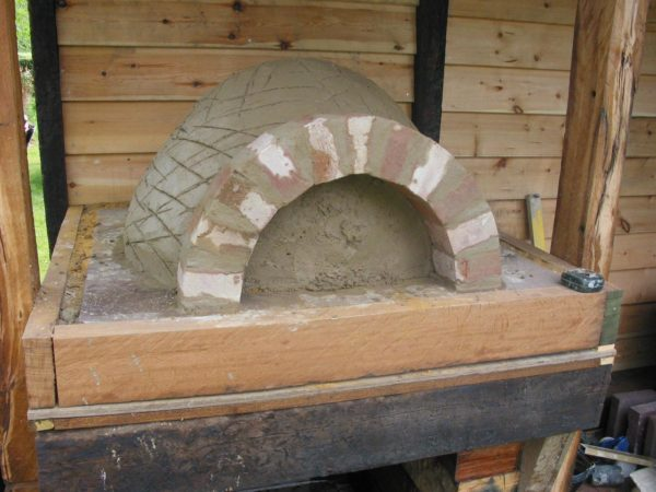 Simple but effective Clay Cob pizza oven- Lynsted 5