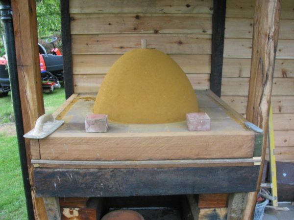 Simple but effective Clay Cob pizza oven- Lynsted 3