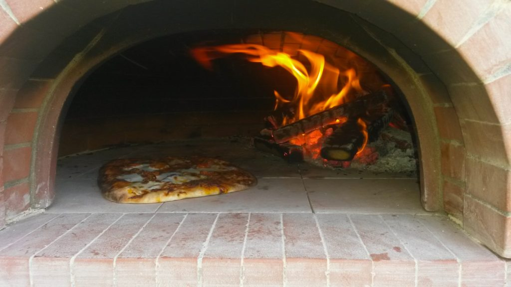 pizza ovens,four grand-mere, wood-fired oven, pizza oven, outdoor kitchen,commercial oven, outdoor pizza oven, wood burning oven,