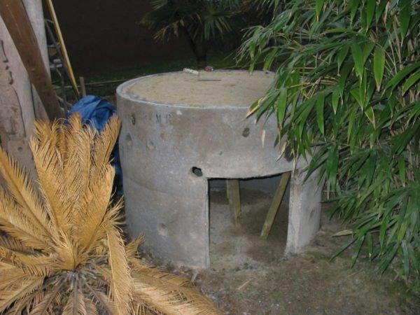 Base of concrete manhole tubes