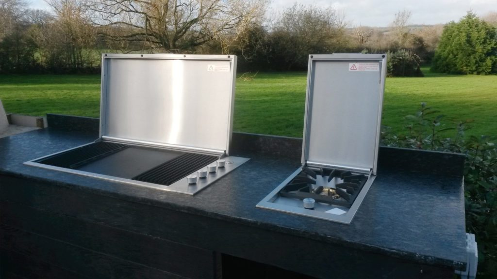 outdoor kitchen Newbury, Beefeater Proline BBQ, side burner