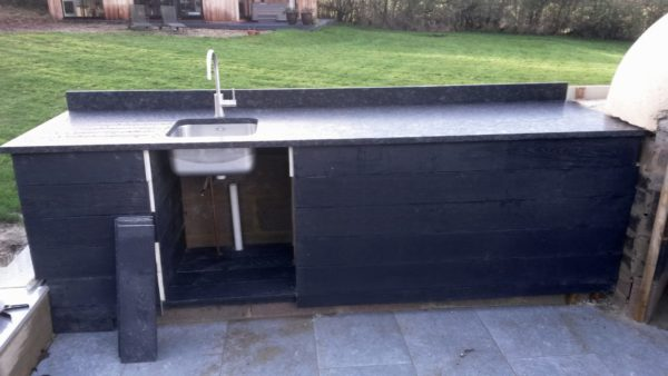 outdoor kitchen, brimpton, wood-fired oven, millboard, pizza oven,