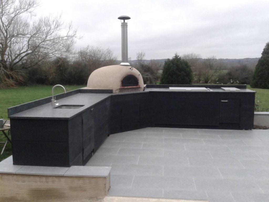 outdoor kitchen, Brimpton, pizza oven, four grand-mere, Millboard, pizza oven