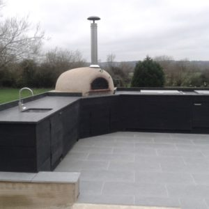 outdoor kitchen Newbury, pizza oven, four grand-mere, Millboard, pizza oven