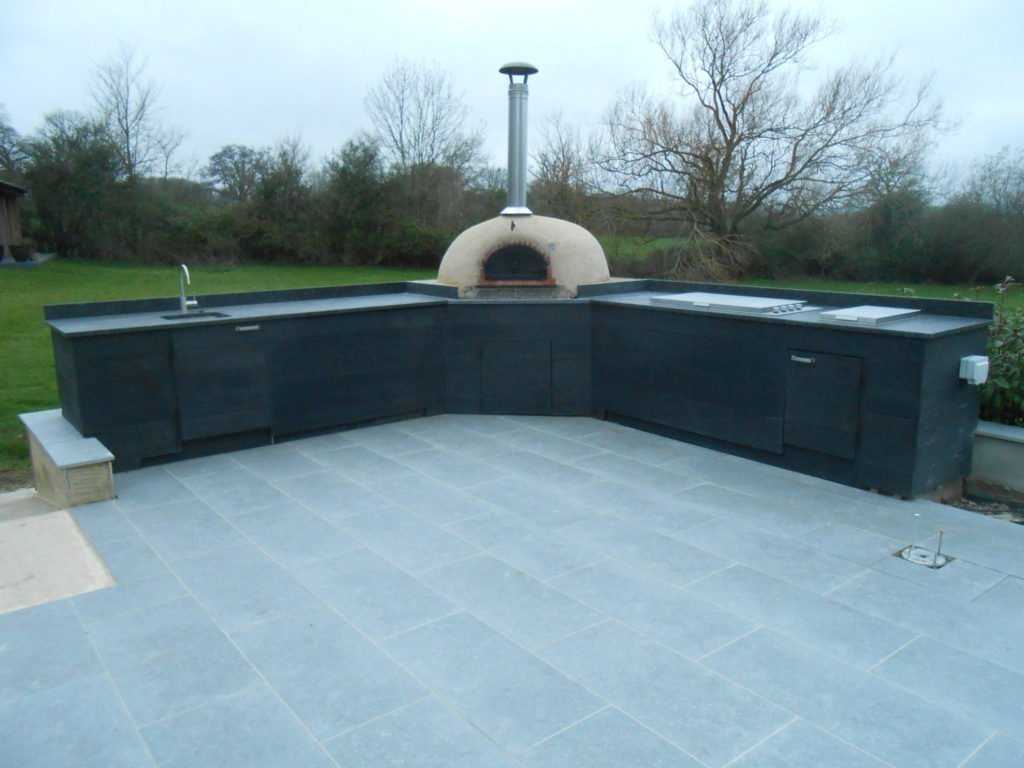 outdoor kitchen Newbury, Millboard, four grand-mere, pizza oven