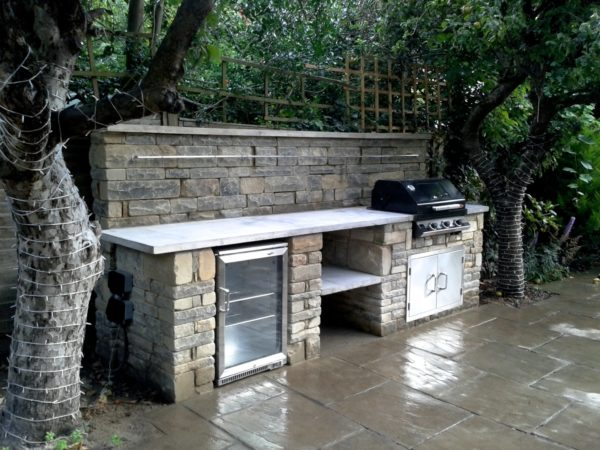 rustic kitchen,Wimbledon, BBQ, outdoor fridge, coursed York stone
