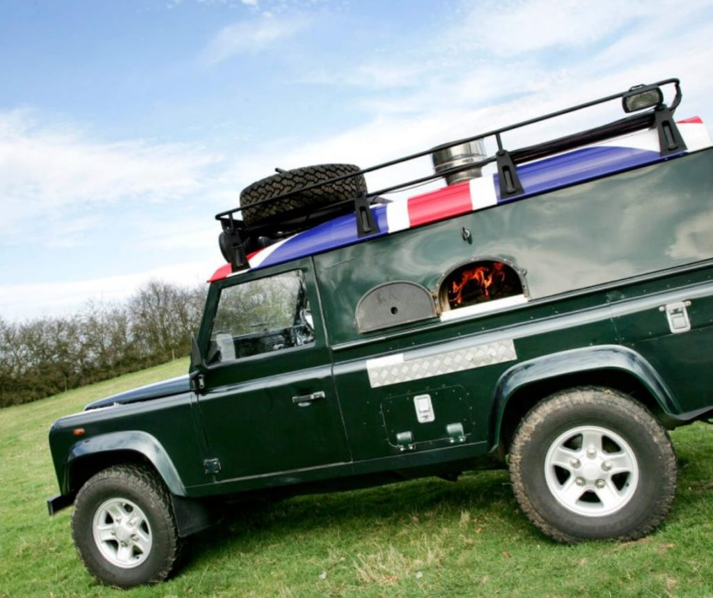 mobile catering,pizza on the go, land rover defender, wood-fired oven,