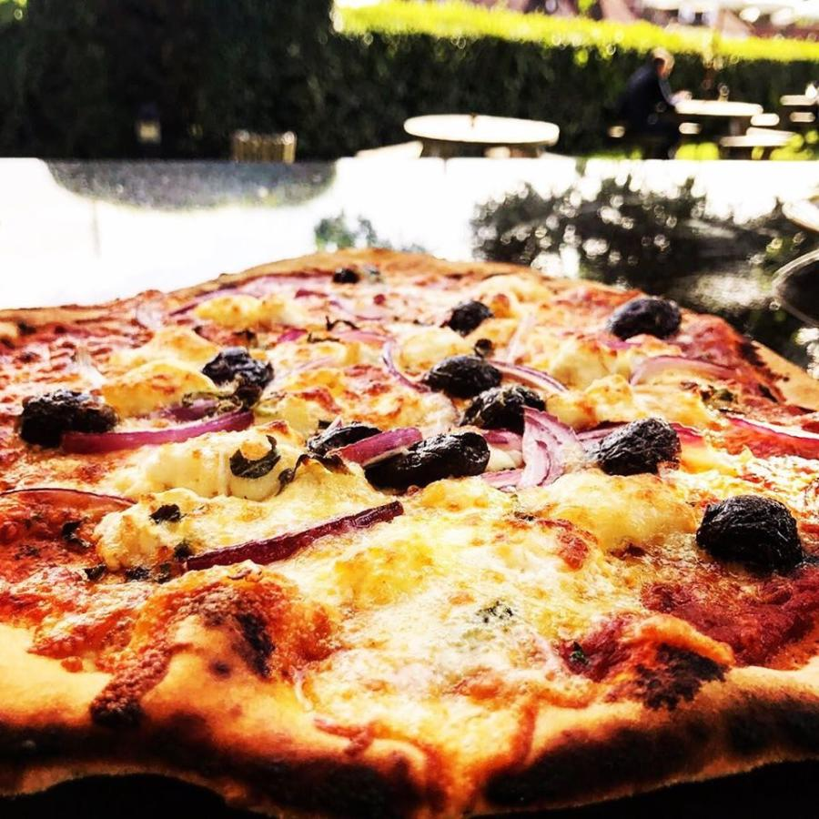 the bull ditchling, T1350 brick oven, pizza oven, sussex, south downs,