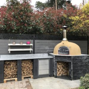 Oven Farnham Common, Buckinghamshire, F950, four grand-mere, brick oven, wood-fired oven, outdoor kitchen,